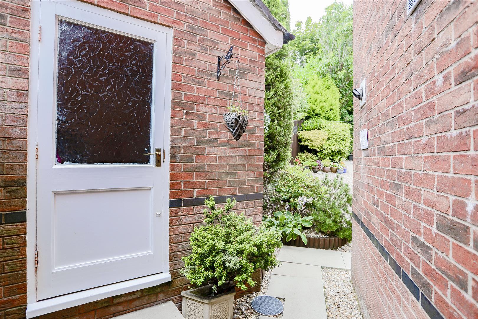 3 Bedroom Detached House For Sale - 33.jpg